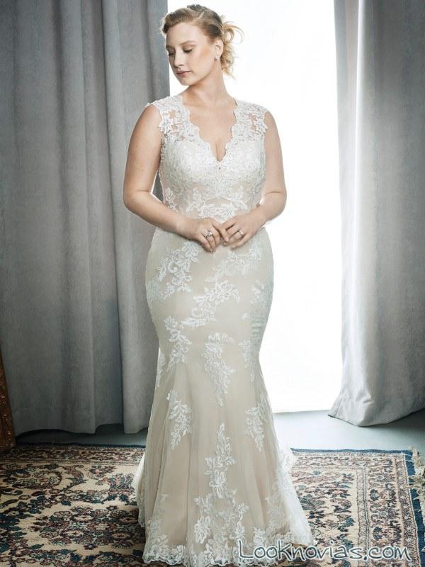 vestido recto de novia con encajes y color