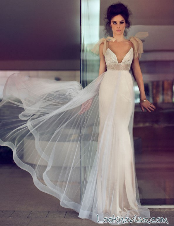 vestido recto de novia con lazos en color