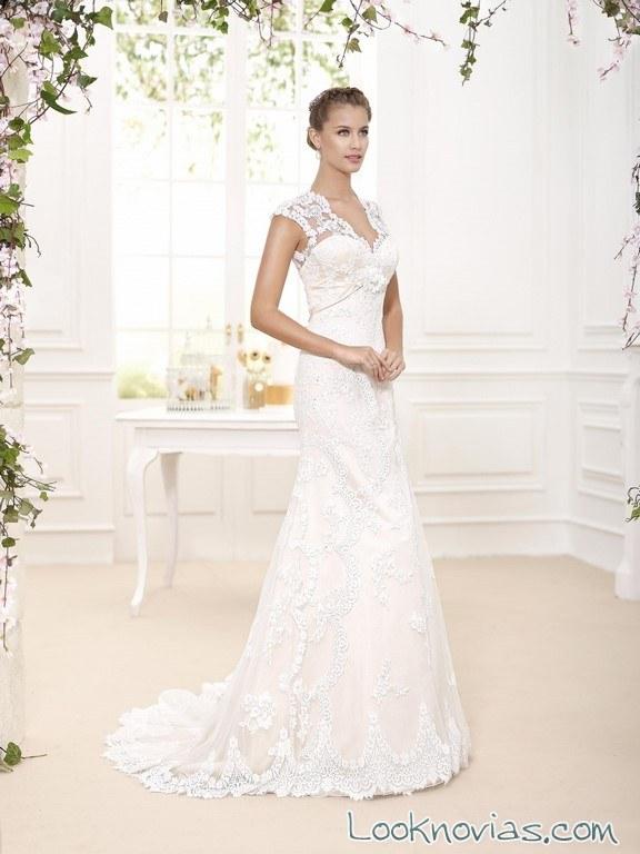vestido recto fara sposa con escote a pico