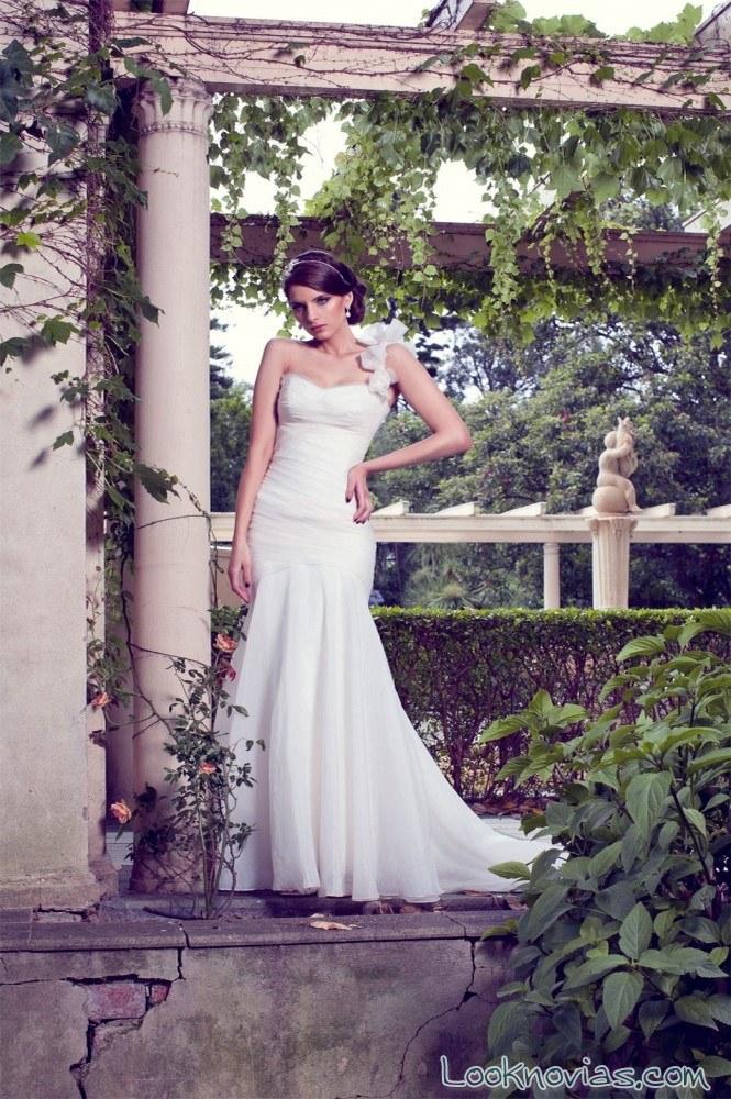 vestido recto y romántico de karen willis