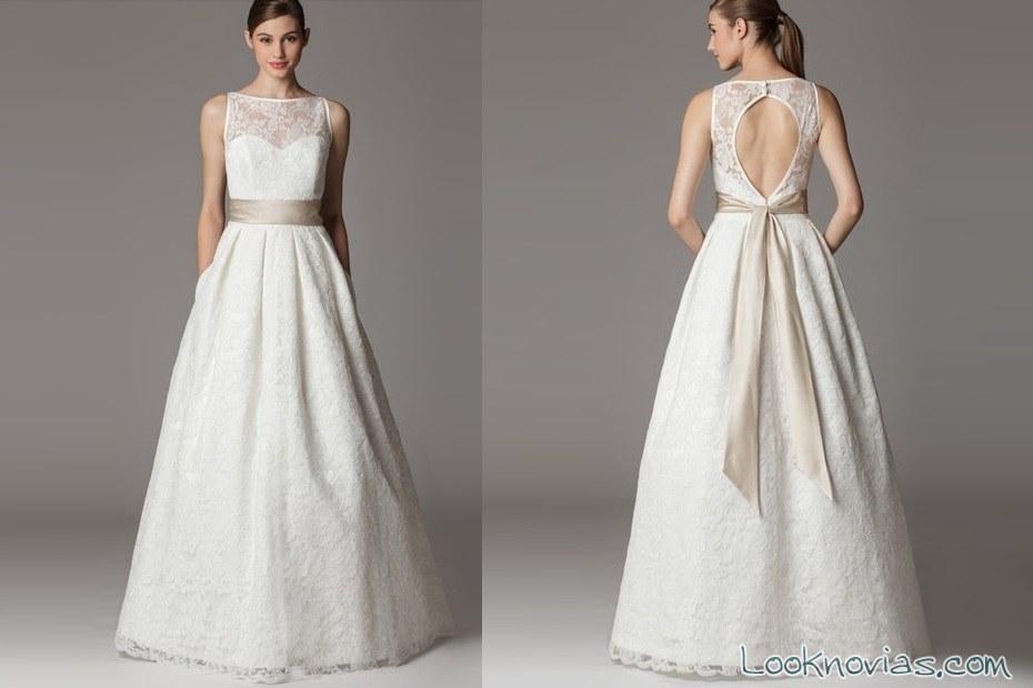 vestido sencillo con escote de aria