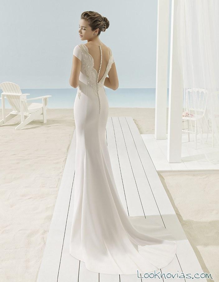 vestido sencillo con escote en espalda