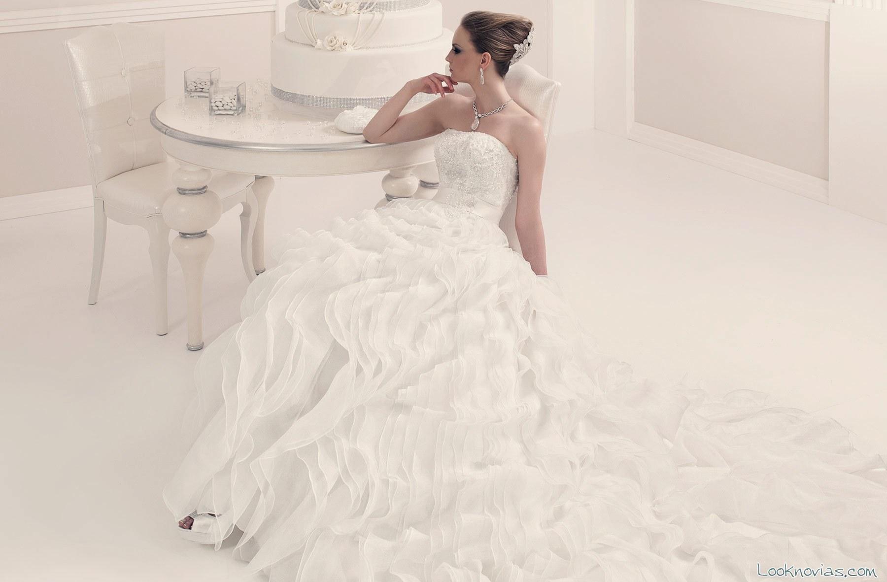 vestido toi spose con vuelo