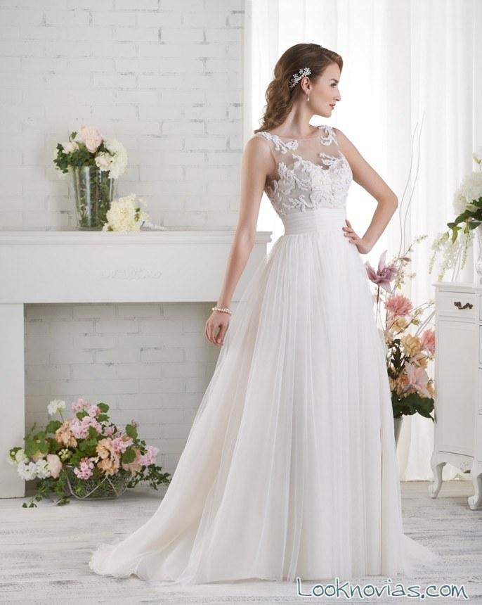 vestido vaporoso con cola de bonny bridal