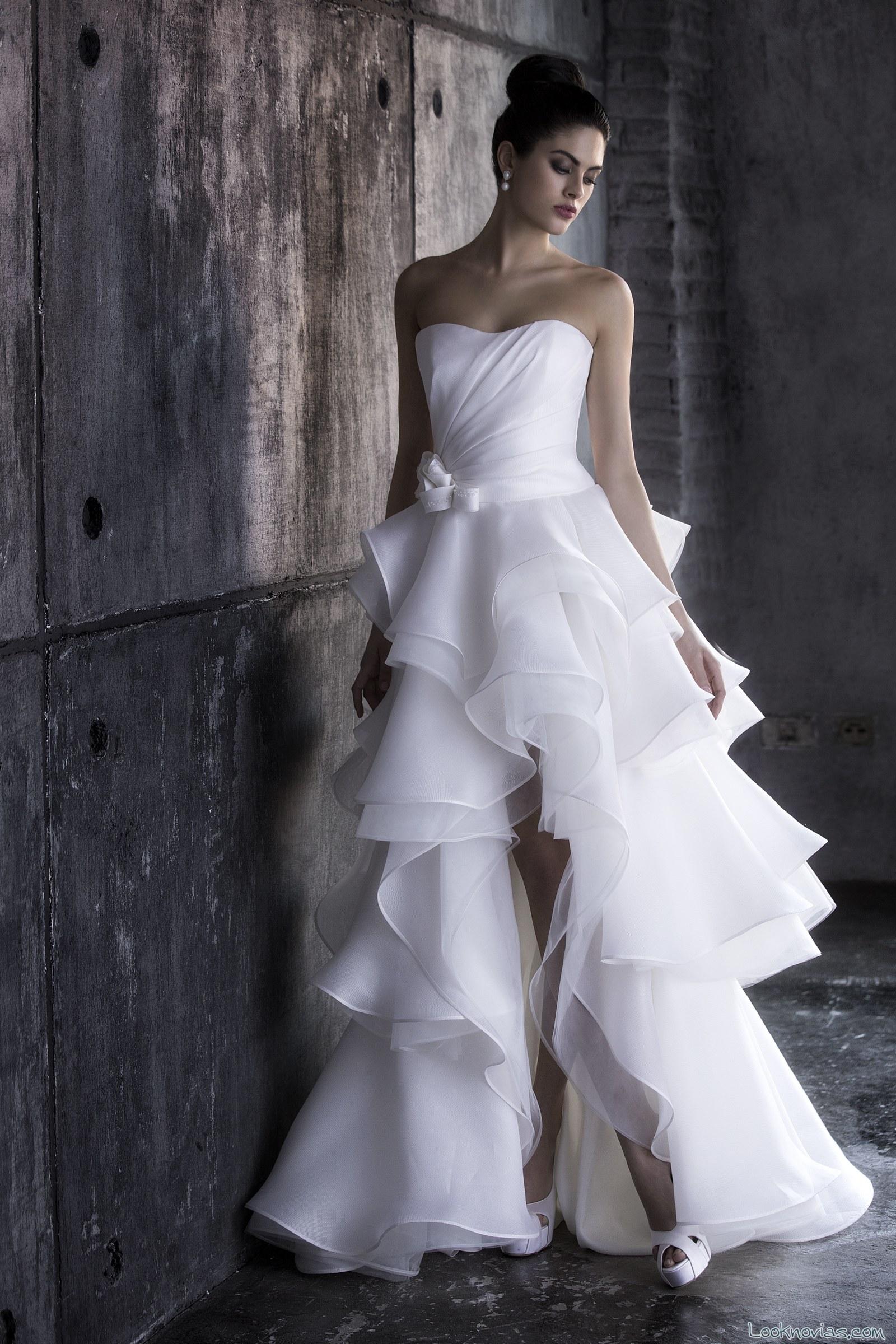 vestido volantes con abertura de novia valentini