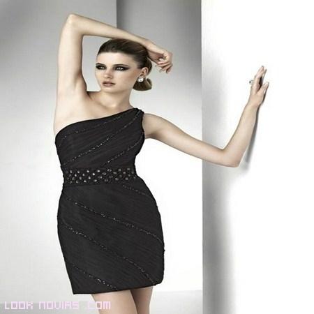 vestido asimétrico con lentejuelas