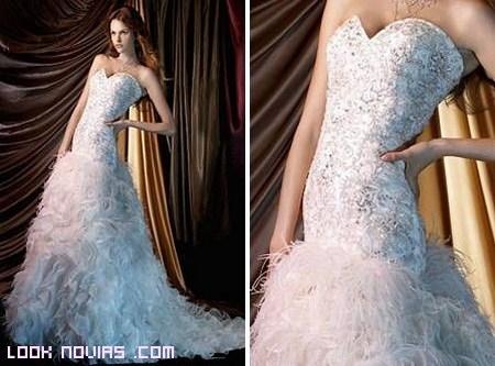 vestidos con plumas en la falda