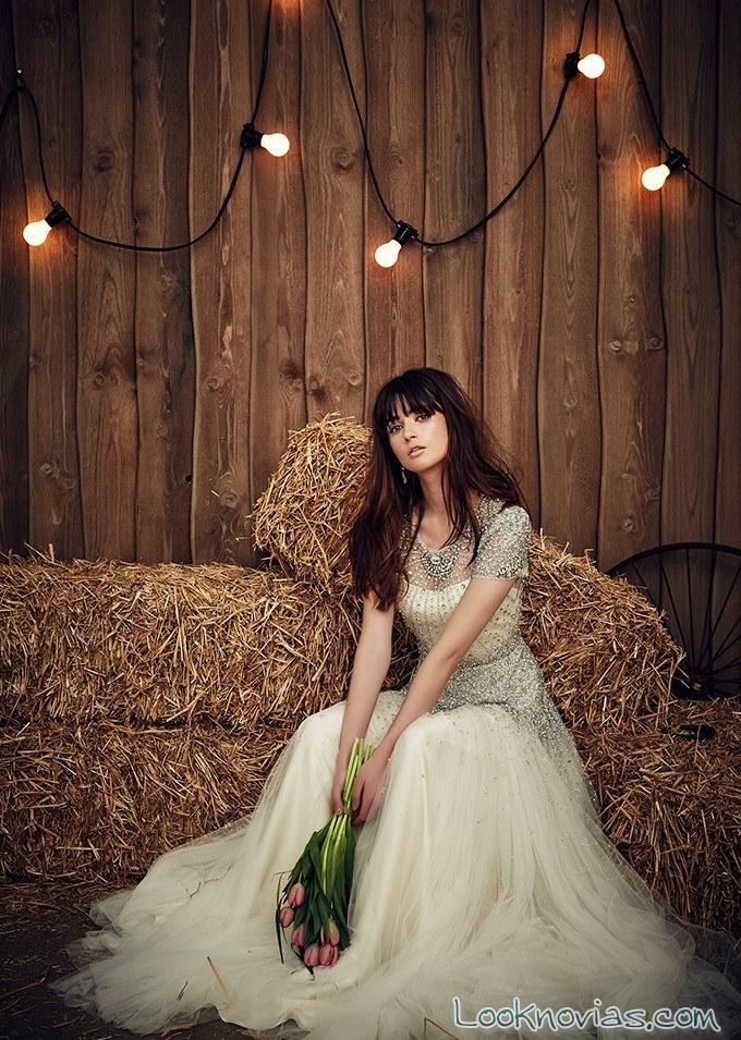 vestidos novias de pedrería y tul