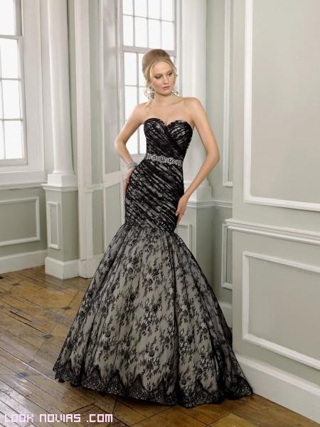 vestidos con bordados en negro