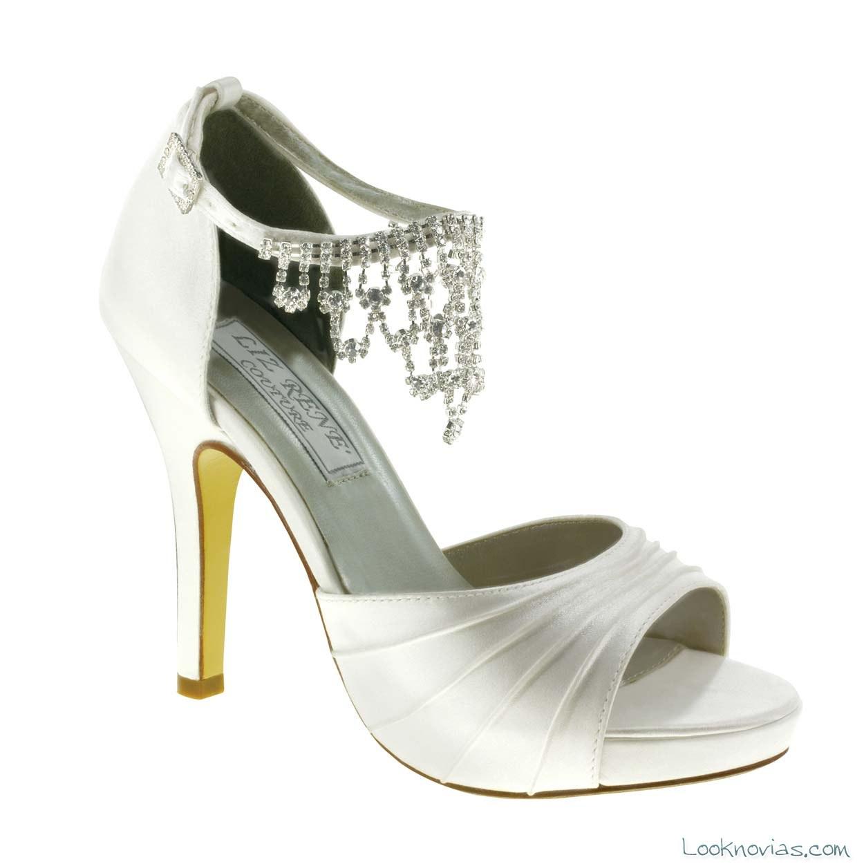 zapato con pulsera de brillantes
