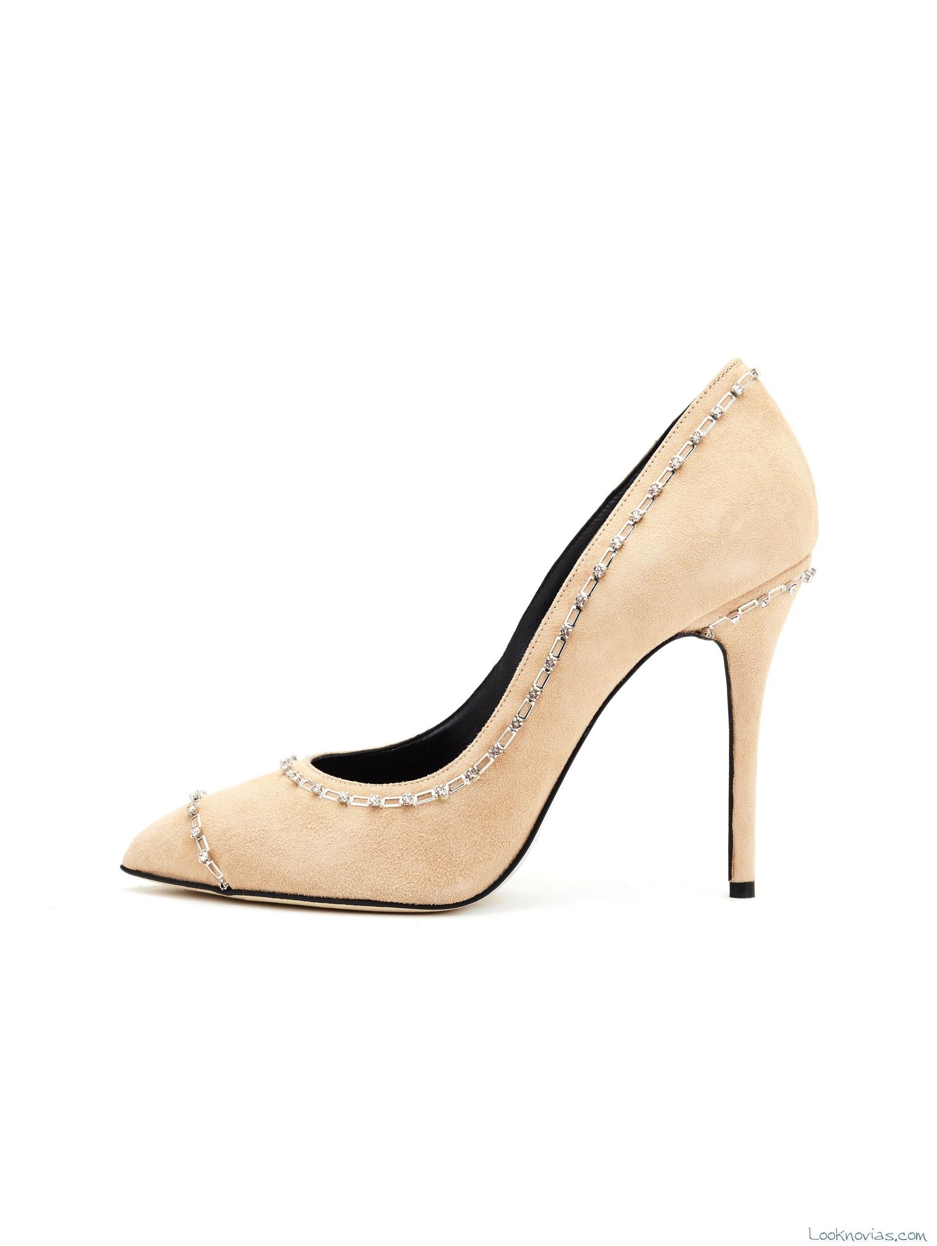 zapato de tacón en color nude
