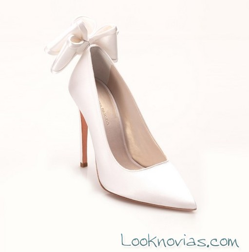 zapato salón con lazo trasero