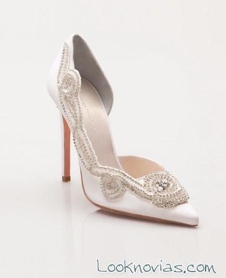 zapato salón con pedrería