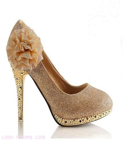 Zapatos de moda para invitadas de boda